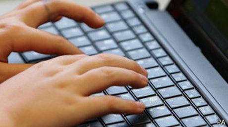Hay que cambiar la clave original de los puntos de conexión Wi-Fi para evitar este tipo de ataques (Foto: BBC)
